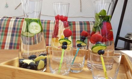 Sommertrend Infused Water: gesund, erfrischend und leicht selbst gemacht