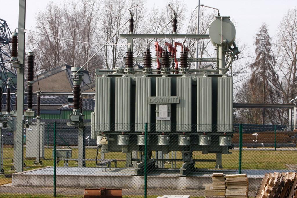Der Ausbau der Stromnetze im Zuge der Energiewende ist ein Thema der Parteien zur Bundestagswahl 2017. Hier: Ein Umspanner, der die Spannung von 60.000 Volt Hochspannung (regionale Überlandleitung) auf 20.000 Volt Mittelspannung (städtische Leitung) transformiert.