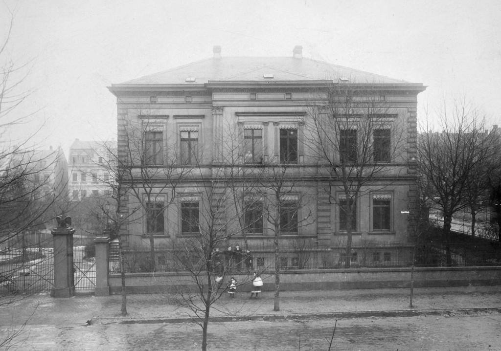 Ab 1888 befand sich die Verwaltung von Gelsenwasser in Schalke. Die Wasserversorgung in Gelsenkirchen entwickelte sich weiter.