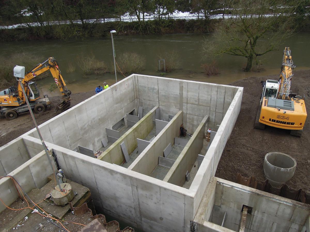 Die Fischaufstiegsanlage im Wasserkraftwerk Bochum-Stiepel mitten im Bau.