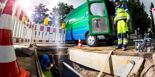 Team blau-grün im Dauereinsatz für das Leitungsnetz: Unsere Mitarbeiter sind für über 5.500 Kilometer Wasserleitungen verantwortlich.