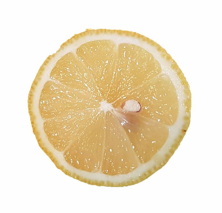Zitronensaft ist ein altes Hausmittel und sehr gesund.