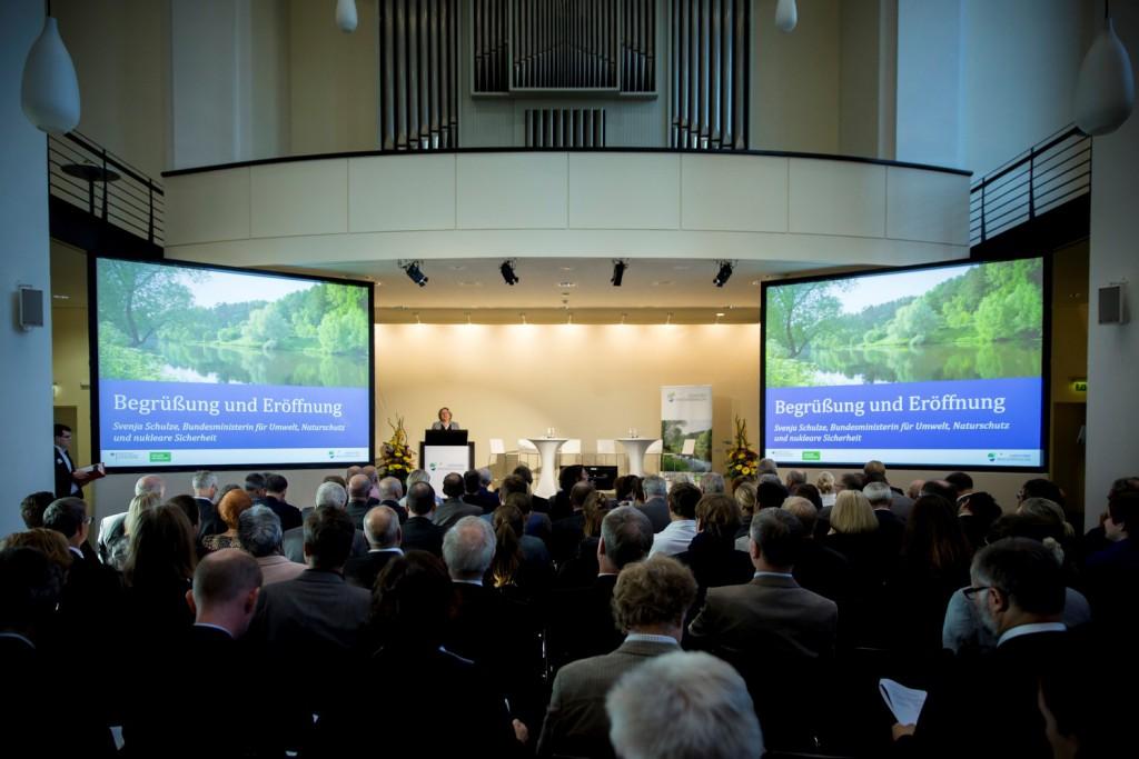 """Die Wasserstrategie für Deutschland soll bis 2021 vorliegen. Mit fünf Dialogveranstaltungen, jeweils vier Arbeitsgruppen und fast 100 Beteiligten ist der Aufwand beim """"Nationalen Wasserdialog"""" groß."""