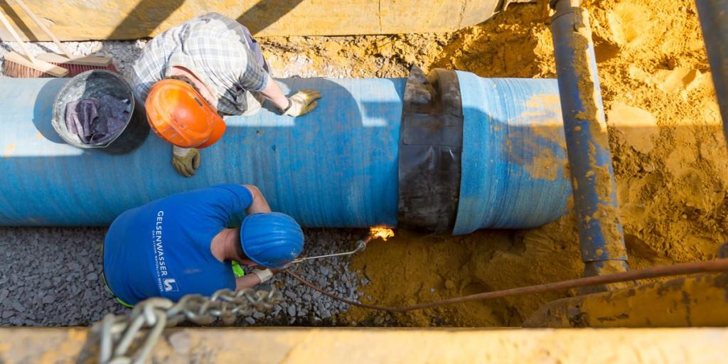 Wasserleitungen: Auf dieser Baustelle wird ein duktiles Gussrohr verlegt.