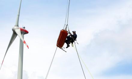 Spektakuläre Höhenrettung am Windrad