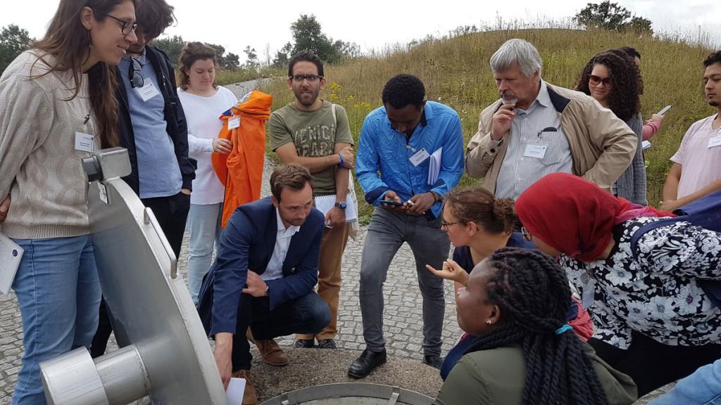 Studenten aus El Gouna der TU Berlin an den Vertikalbrunnen im Wasserwerk Haltern
