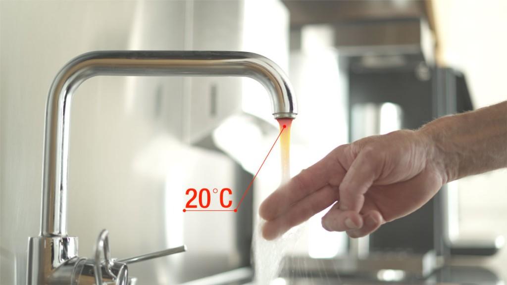 Stagnationswasser: Steht Wasser änger als vier Stunden in den Leitungen, sollten Sie es ablaufen lassen.