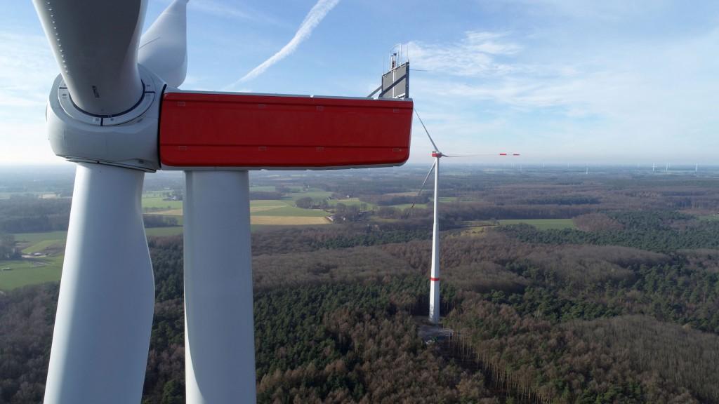"""Der Rohstoff """"Wind"""" ergänzt sich gut mit dem zweiten Energieträger der Zukunft Sonnenenergie und ist – wenn die Anlage einmal steht – kostenlos."""